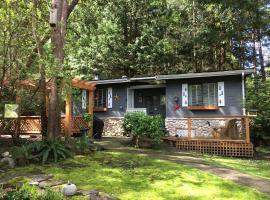 Sticks and Stones Cottage-Arbutus Grove, Galiano