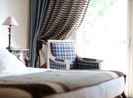 帕维永城堡酒店, 勒韦