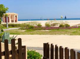 MAISONNETTE VUE MER PIEDS DANS L'EAU WIFI, 勒卡特港