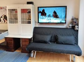 Cosy apartment for up to 4 with a terrace next to tube station.