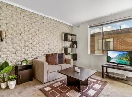 Western Retreat: comfy apartment with room for all