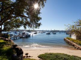 Sydney City Views Harbourside Garden Villa