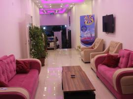 Weekend Hotel,位于亚喀巴皇家游艇俱乐部附近的酒店