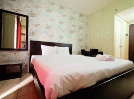Minimalist Studio Room at Serpong Greenview By Travelio