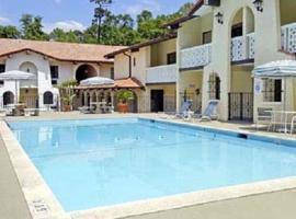 拉卡萨酒店及套房