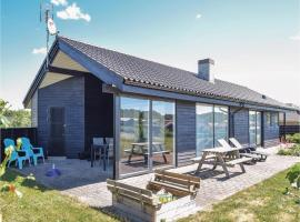 Three-Bedroom Holiday home with a Fireplace in Ejstrupholm