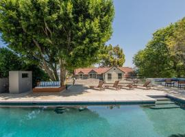 HOLLYWOOD HILLS GEM- POOL-BBQ-OUTDOOR AREA