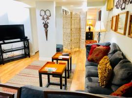 Beautifully furnished one bedroom in Wrigleyville / Lakeview