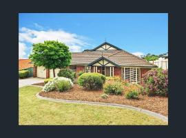 Modern Adelaide Hill Top Retreat -4 bedrooms & Pool
