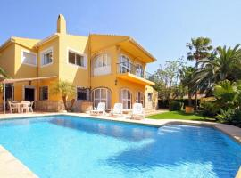 Aduanas Villa Sleeps 12 Pool WiFi, Aduanas