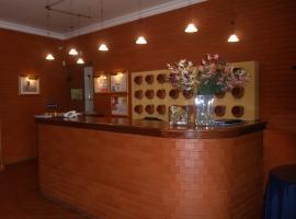 太阳大道酒店, Moura