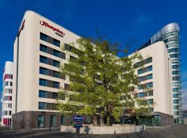 Hampton By Hilton Frankfurt Airport,位于美因河畔法兰克福的酒店