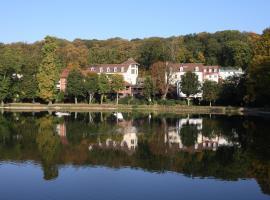 柯罗的池塘酒店