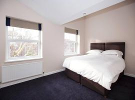 King Bedroom with Private Toilet near Denmark Hill