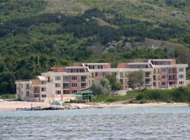 海洋天堂公寓酒店, 卡瓦尔纳