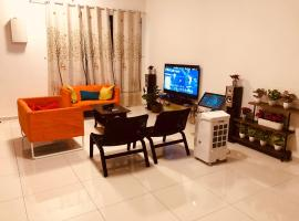 Double Story Villa - Walking Distance To The Beach