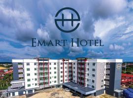 Emart Hotel (Riam),位于米里的酒店