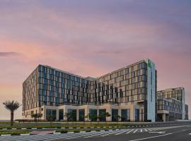 Holiday Inn Dubai Al-Maktoum Airport, an IHG hotel,位于迪拜的酒店