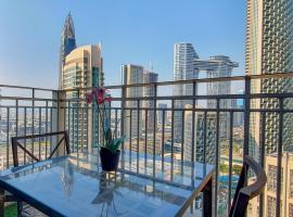 Lux BnB 1BR Apt @ Top Floor Burj & Sea Views Downtown,位于迪拜的公寓