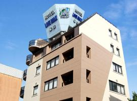 Hotel Livemax BUDGET Umeda,位于大阪的酒店
