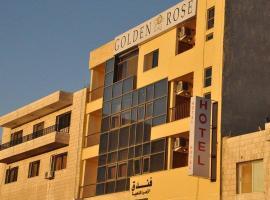 金玫瑰酒店,位于亚喀巴皇家游艇俱乐部附近的酒店