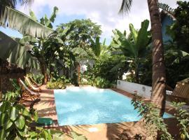 阿姆博娜拉简易别墅酒店