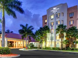 西棕榈滩希尔顿惠庭套房酒店