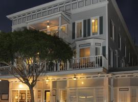 卡塔利娜岛酒店 , 阿瓦隆