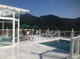博尔德露台酒店,位于佩尼多的旅馆
