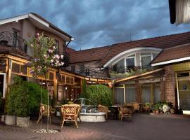 班德里姆酒店, 科马尔诺
