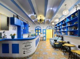 三亚湾蓝岸海边主题酒店,位于三亚的酒店