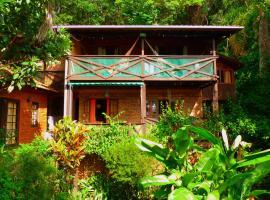 Charmosa Casa Rústica p/ Amantes da Natureza, entre a floresta e o mar.