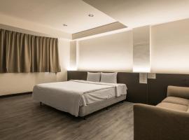 莲园商务旅馆,位于中坜桃园机场 - TPE附近的酒店
