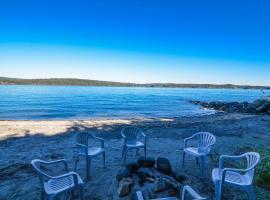 Discovery Beach Villa, 坎贝尔河 (Quadra Island附近)