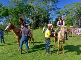 香蕉河岸旅馆&丛林骑马冒险园
