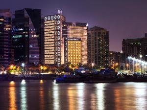 班达阿炎罗塔纳 - 迪拜河酒店