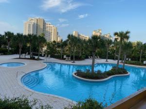 Ocean View Luxurious Condo-BEST location + balcony