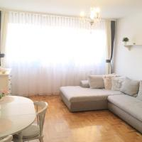 Pretty, friendly flat close to Airport