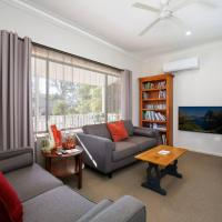 Comfortable Queen sized room near Tuggerah Lake,位于Berkeley Vale的酒店