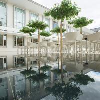 布卡拉瑞希豪斯圆顶会议中心旅馆