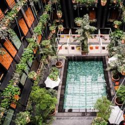 带泳池的酒店  3家带泳池的酒店位于峇株巴辖