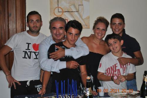 Elia, Mattia, Andrea, Davide, Antonella e Marcello Lorello