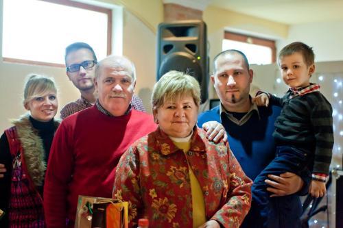 A feleségem és én, a két fiam, unokám és Tomi fiam menyasszonya